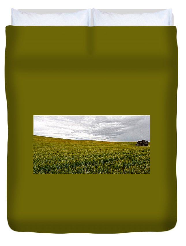 Victorian Duvet Cover featuring the photograph Wheat Field Homestead by Steve McKinzie