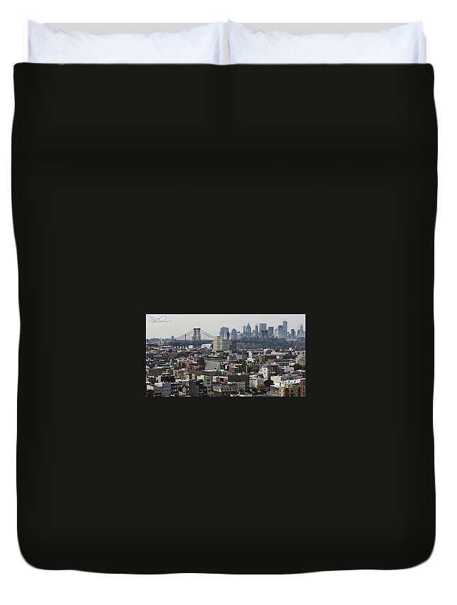 Panoramic Duvet Cover featuring the photograph Williamsburg Bridge by S Paul Sahm