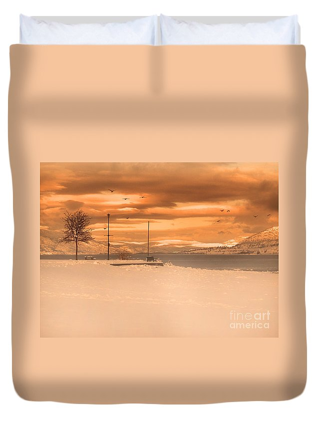 Lake Duvet Cover featuring the photograph Winter Flight by Tara Turner