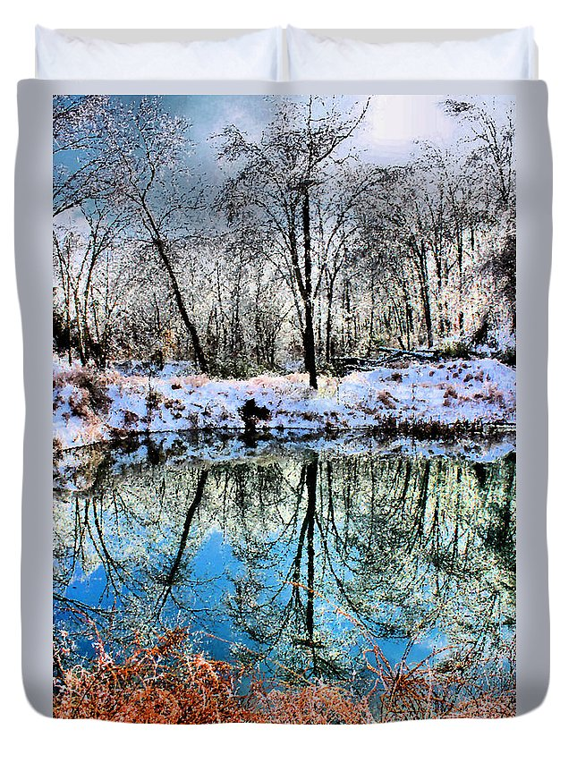 Ice Duvet Cover featuring the photograph Winter Wonder by Kristin Elmquist