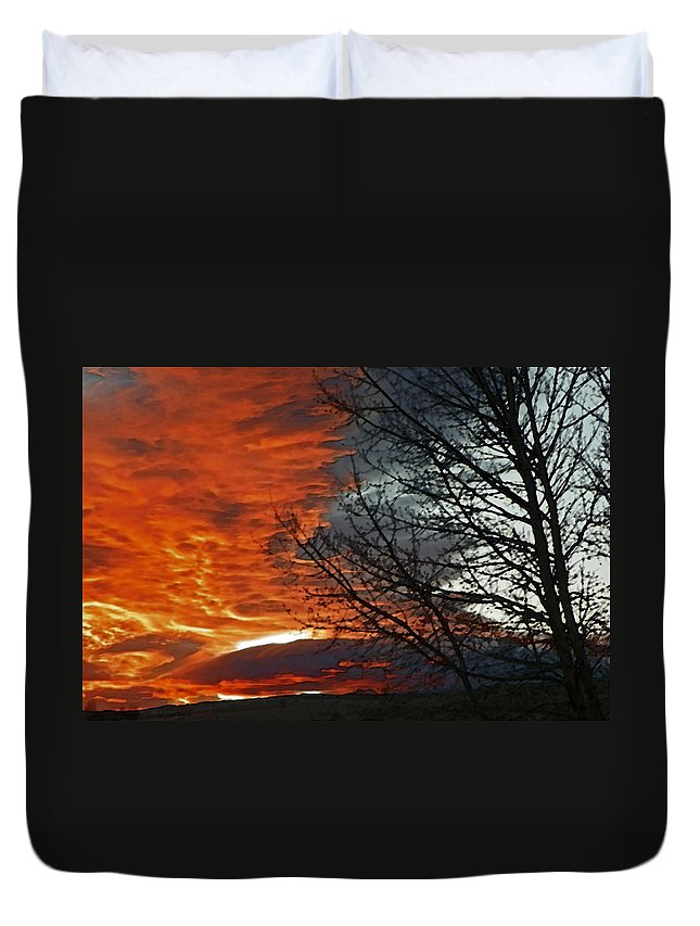 Abstract Duvet Cover featuring the photograph Wyoming Sunrise 2 by Lenore Senior
