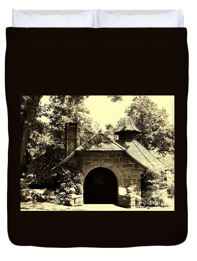 Garden Duvet Cover featuring the photograph Ye Ole Cottage by Art Dingo