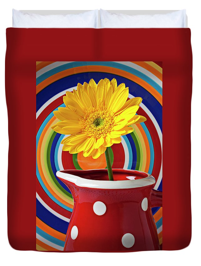 Yellow Daisy Red Pitcher Plate Duvet Cover featuring the photograph Yellow Daisy In Red Pitcher by Garry Gay