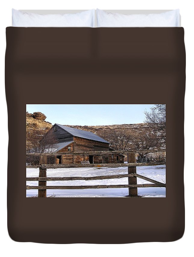 Barns Duvet Cover featuring the photograph Country Barn by Susan Kinney