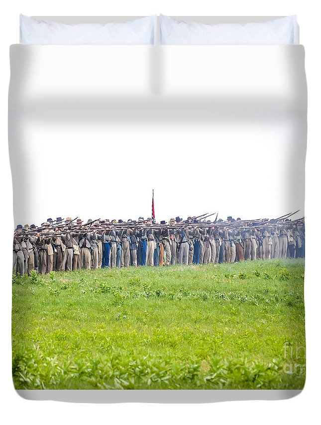 150th Duvet Cover featuring the photograph Gettysburg Confederate Infantry 0157c by Cynthia Staley