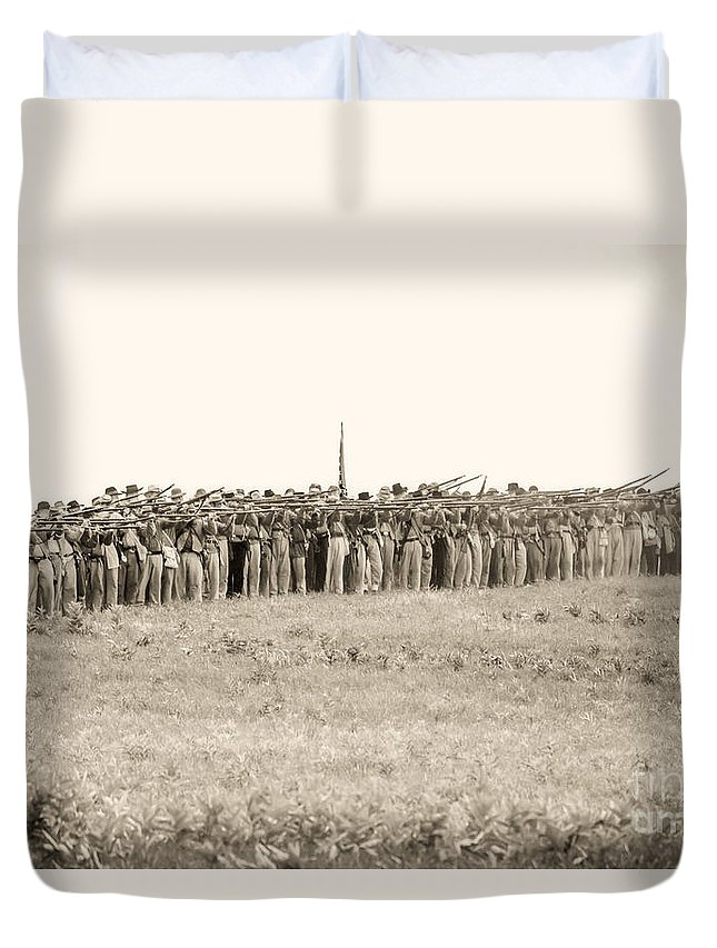 150th Duvet Cover featuring the photograph Gettysburg Confederate Infantry 0157s by Cynthia Staley