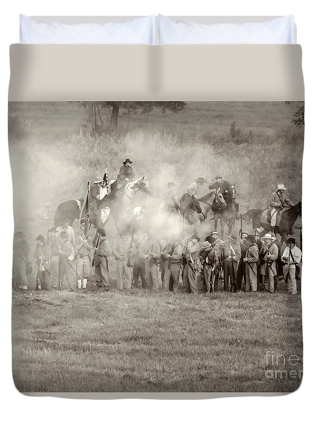 150th Duvet Cover featuring the photograph Gettysburg Confederate Infantry 7503s by Cynthia Staley
