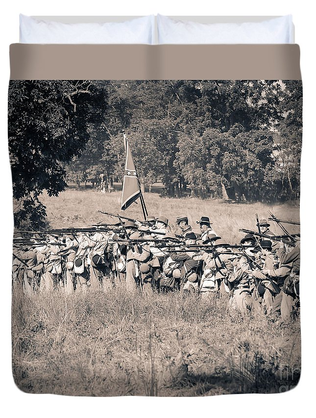 150th Duvet Cover featuring the photograph Gettysburg Confederate Infantry 9270s by Cynthia Staley