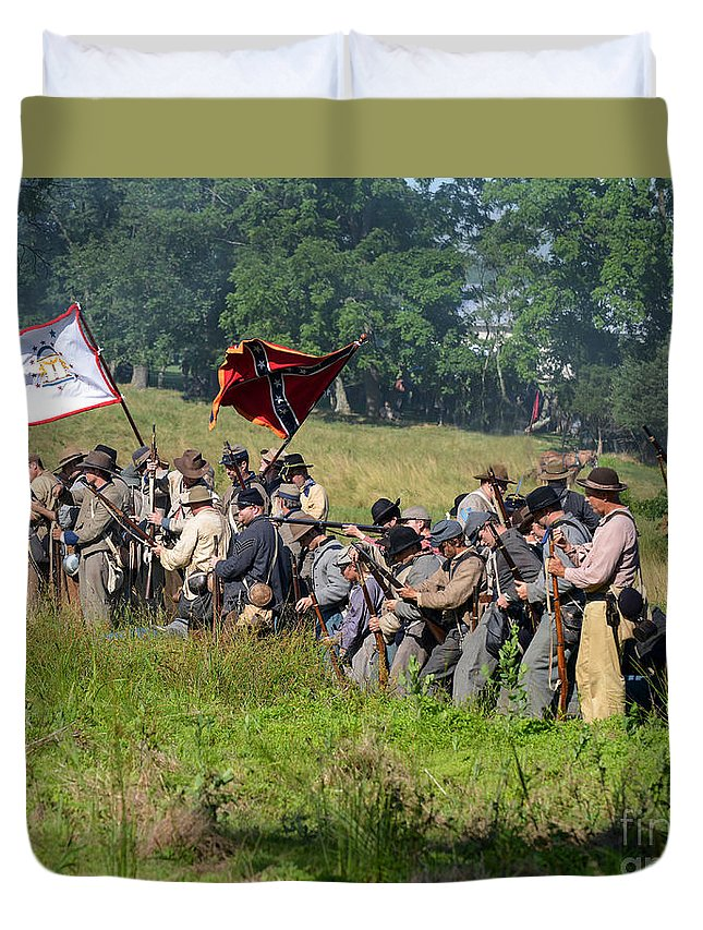 150th Duvet Cover featuring the photograph Gettysburg Confederate Infantry 9281c by Cynthia Staley