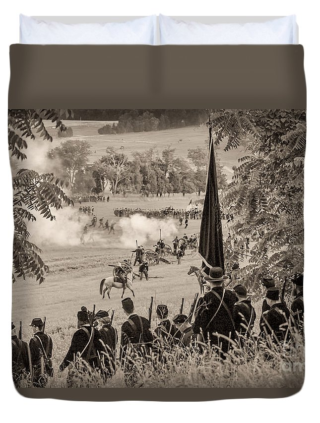 150th Duvet Cover featuring the photograph Gettysburg Union Artillery And Infantry 7457s by Cynthia Staley