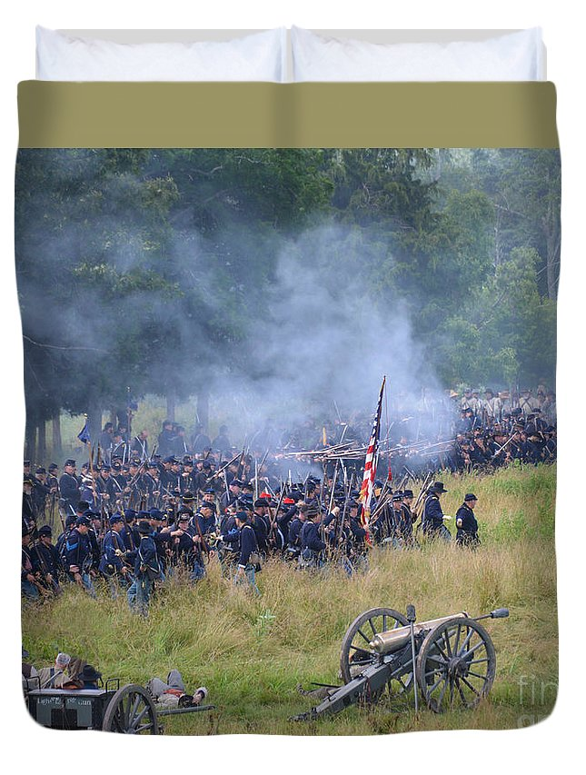150th Duvet Cover featuring the photograph Gettysburg Union Artillery And Infantry 8456c by Cynthia Staley