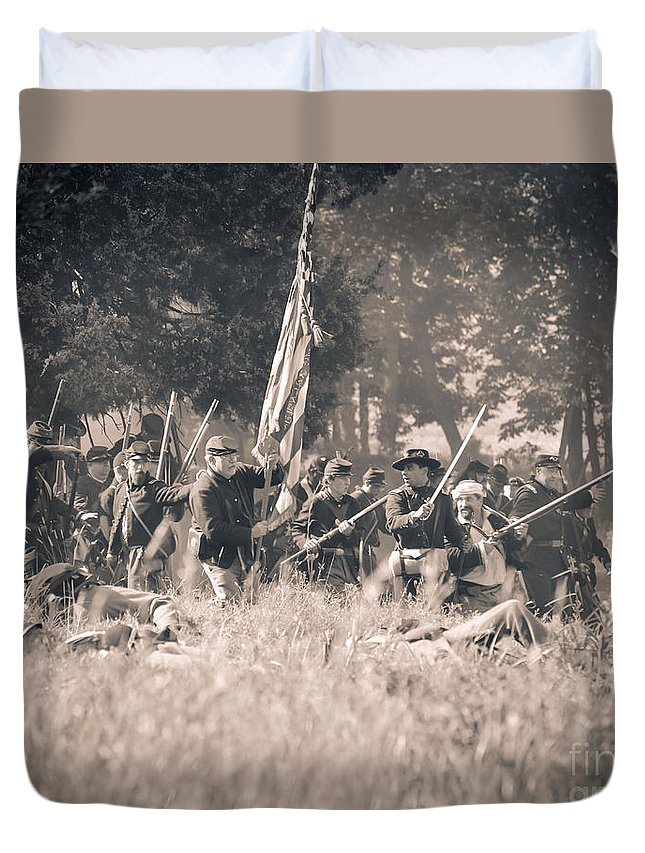 150th Duvet Cover featuring the photograph Gettysburg Union Infantry 9348s by Cynthia Staley