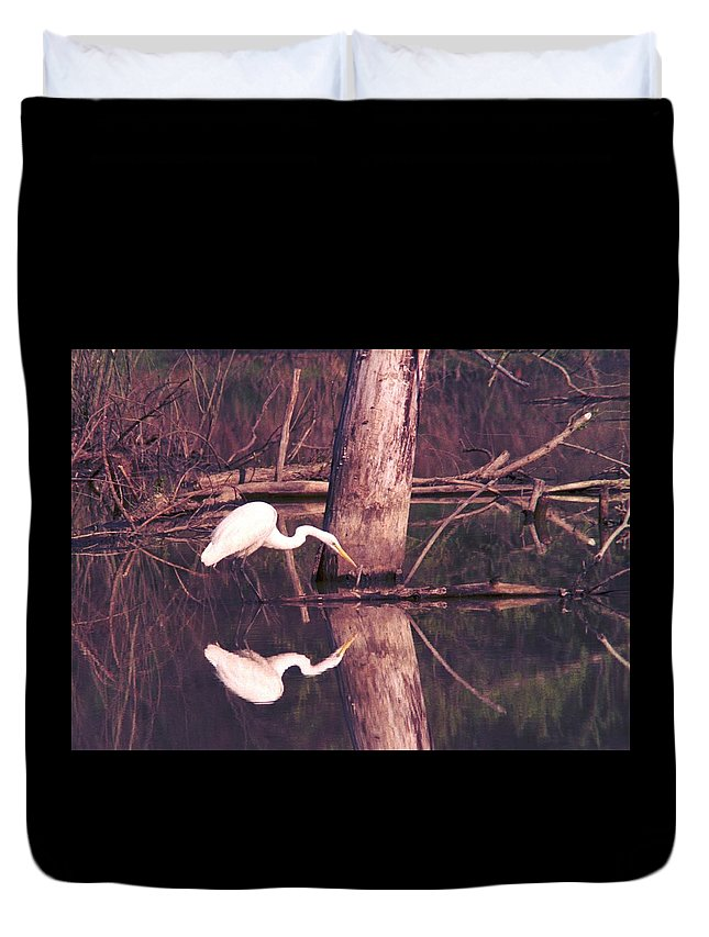 Great Egret Duvet Cover featuring the photograph 070406-17 by Mike Davis