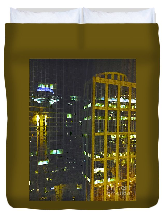 Urban Duvet Cover featuring the photograph 09032015002 by Debbie L Foreman