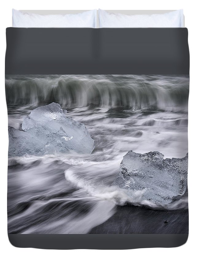 Brethamerkursandur Duvet Cover featuring the photograph Brethamerkursandur Iceberg Beach Iceland 2588 by Bob Neiman