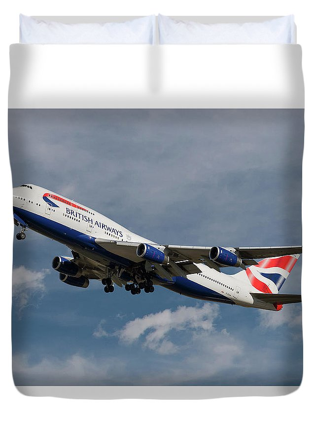Passenger Duvet Cover featuring the photograph British Airways Boeing 747-436 by Smart Aviation