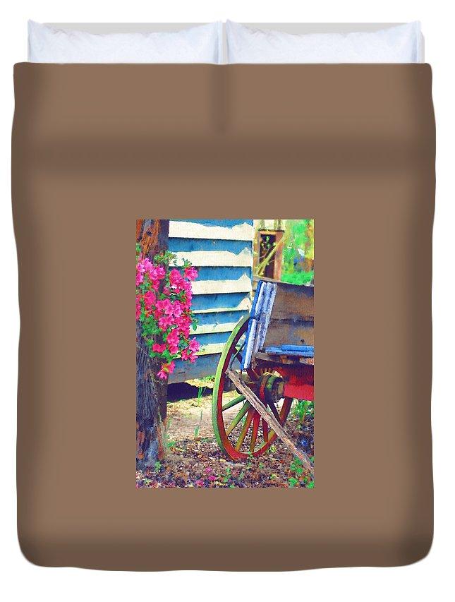 Wagon Wheel Duvet Cover featuring the photograph Broken Wagon by Donna Bentley