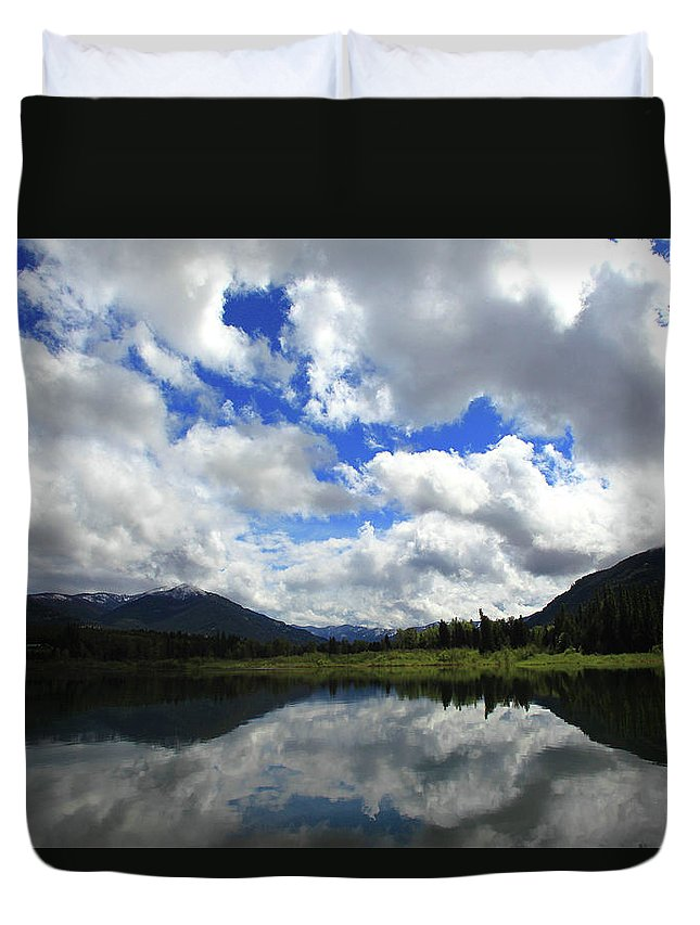 Bull Lake Duvet Cover featuring the photograph Bull Lake Reflection by Tracy Chappell