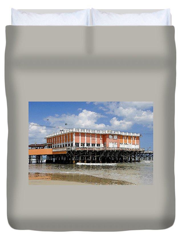 Daytona Beach Florida Duvet Cover featuring the painting Daytona Beach Pier by David Lee Thompson