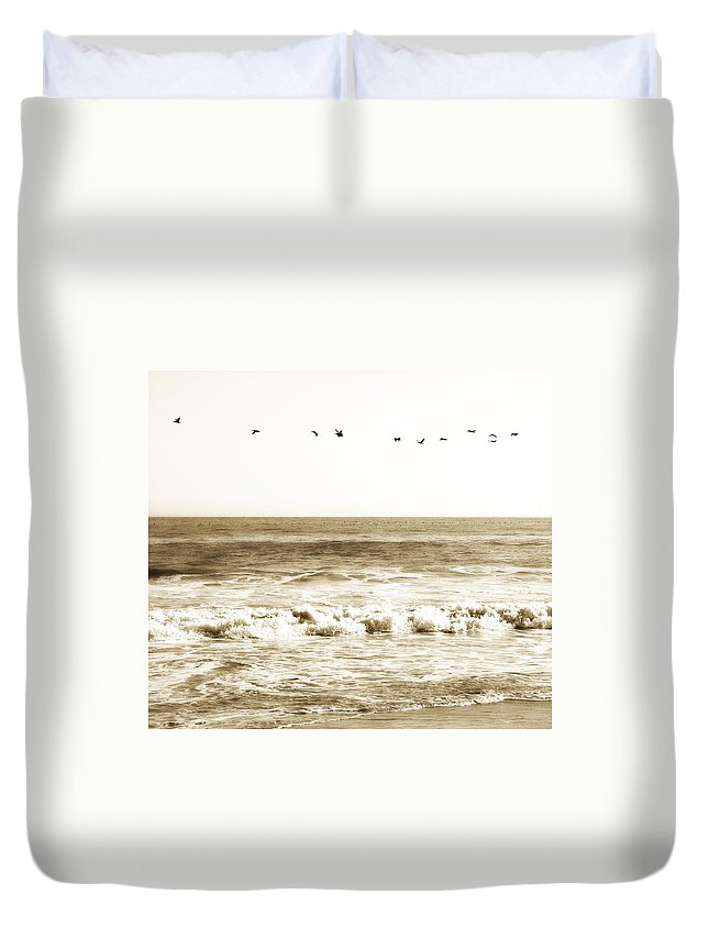 Bird Duvet Cover featuring the photograph Flying High by Marilyn Hunt