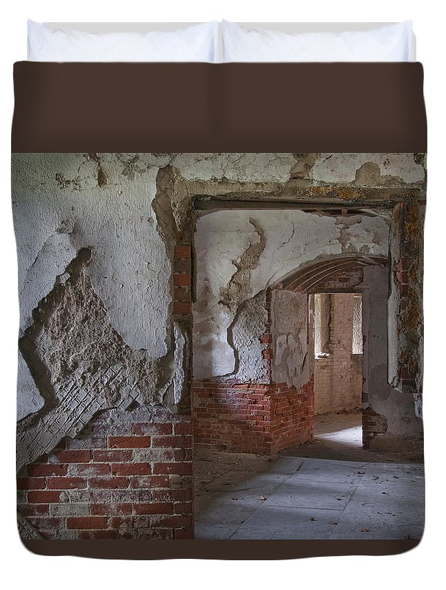 Ft Duvet Cover featuring the photograph Fort Warren 7155 by Bob Neiman