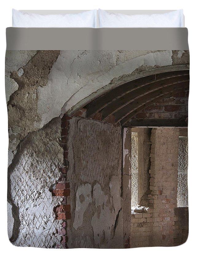 Ft Duvet Cover featuring the photograph Fort Warren 7159 by Bob Neiman