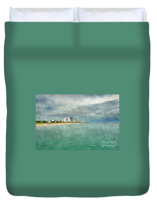 Landscape Duvet Cover featuring the photograph Green And Bluie by Glenn Forman