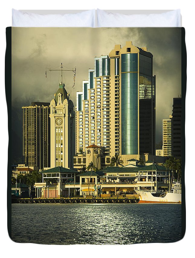 Afternoon Duvet Cover featuring the photograph Honolulu Harbor by Dana Edmunds - Printscapes
