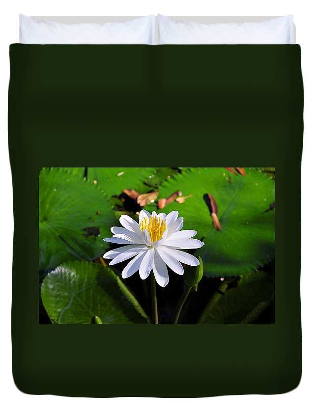 Flower Duvet Cover featuring the photograph Lady Of The Lake by David Lee Thompson