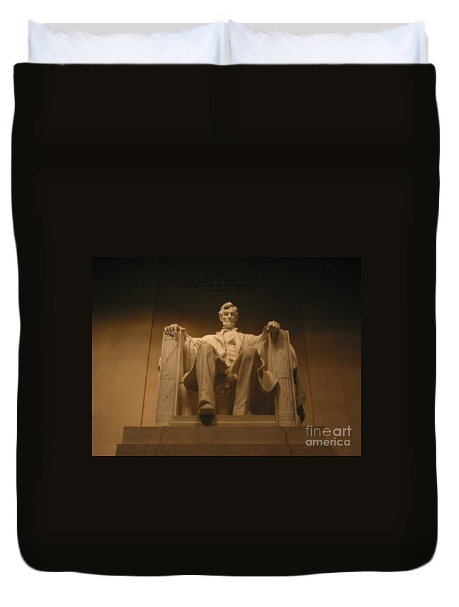 Abraham Lincoln Duvet Cover featuring the painting Lincoln Memorial by Brian McDunn