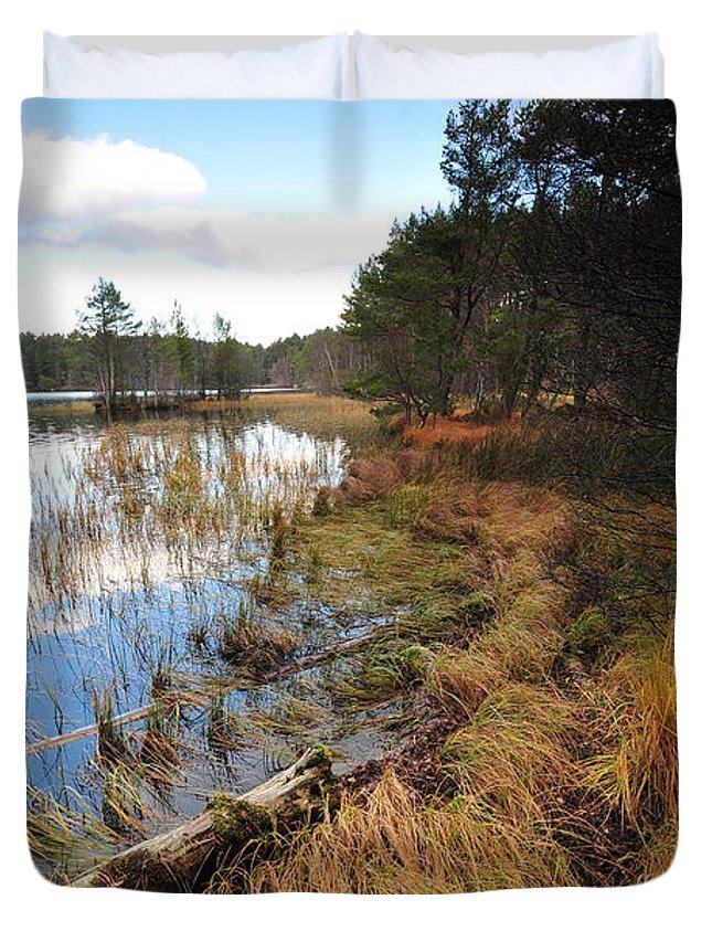 Loch Garten Duvet Cover featuring the photograph Loch Garten by Smart Aviation