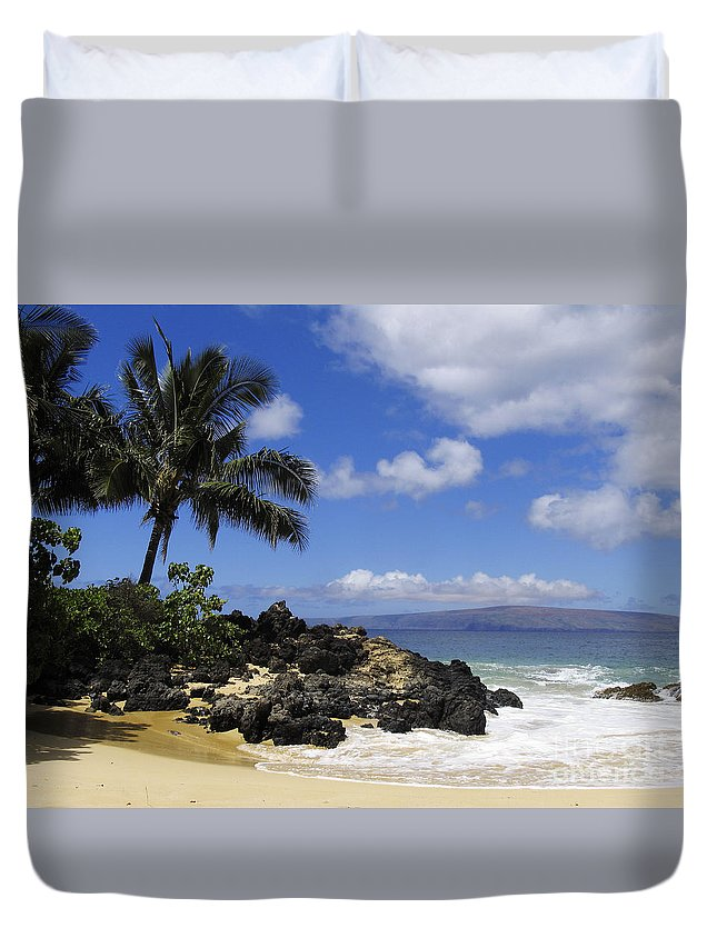 Beach Duvet Cover featuring the photograph Makena, Secret Beach by Ron Dahlquist - Printscapes