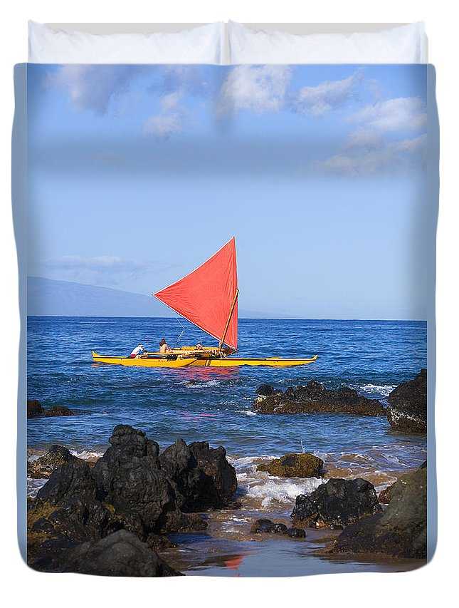 Aku Duvet Cover featuring the photograph Maui Sailing Canoe by Ron Dahlquist - Printscapes