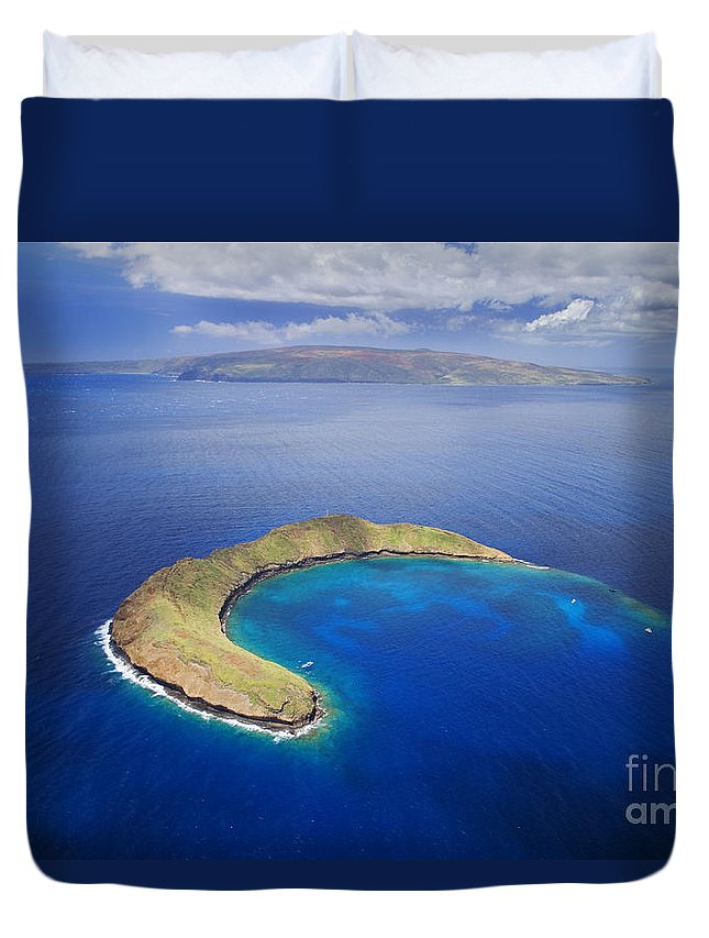 Above Duvet Cover featuring the photograph Maui, View Of Islands by Ron Dahlquist - Printscapes