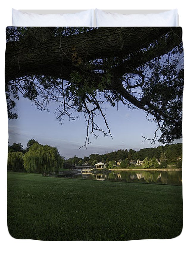 Onondaga Park Duvet Cover featuring the photograph Morning In The Park by Everet Regal