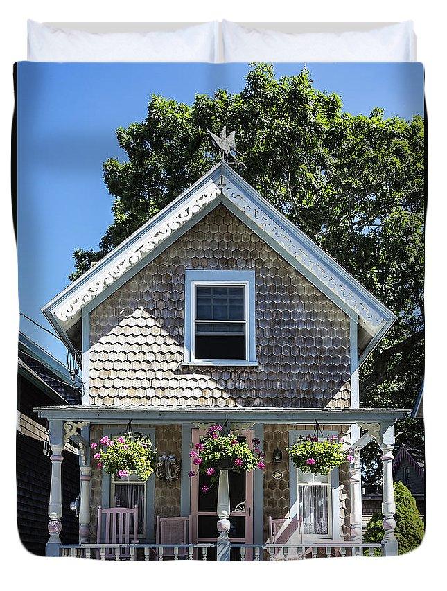 Martha's Vineyard Duvet Cover featuring the photograph Oak Bluffs Cottage by John Greim