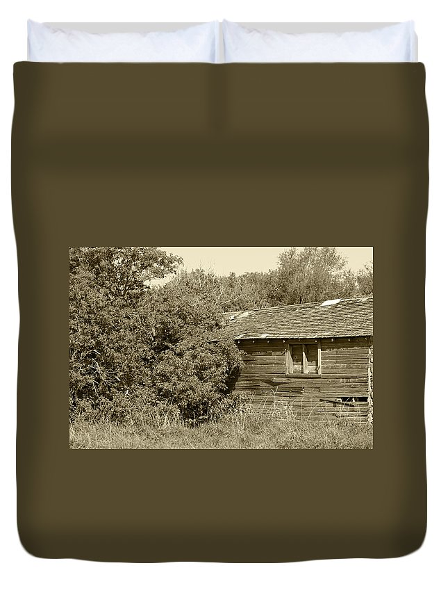 Barn Duvet Cover featuring the photograph Old Abandoned Barn Falling To Ruin by Robert Hamm