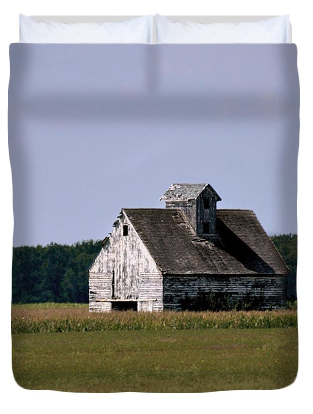 Old Farm Barn Duvet Cover featuring the photograph Old Barn by Eric Noa