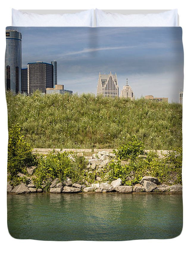 Detroit Riverfront Duvet Cover featuring the photograph Renaissance Center In Detroit by John McGraw