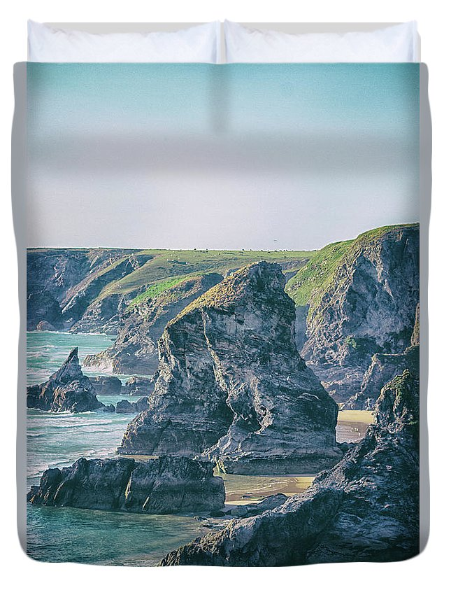 Cornwall Duvet Cover featuring the photograph Rock Face by Martin Newman
