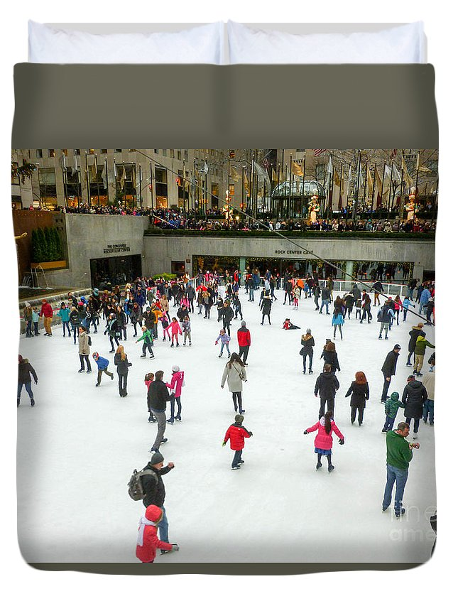 This Is The Skating Rink At Rockefeller Center In New York City Duvet Cover featuring the photograph Rockefeller Center Skating Rink New York City by William Rogers