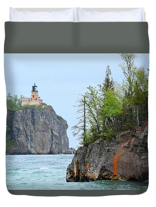 Lighthouse Duvet Cover featuring the photograph Split Rock by Bonfire Photography
