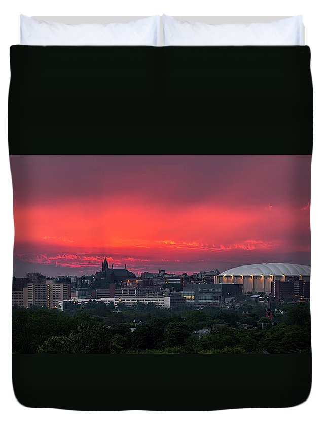 Syracuse Duvet Cover featuring the photograph Syracuse Spectacular by Everet Regal