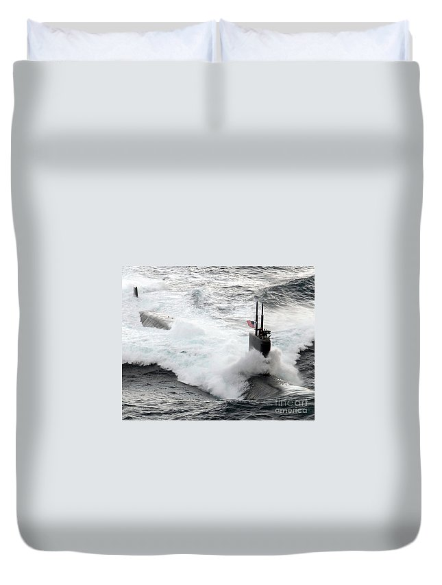 Horizontal Duvet Cover featuring the photograph The Los Angeles-class Fast Attack by Stocktrek Images
