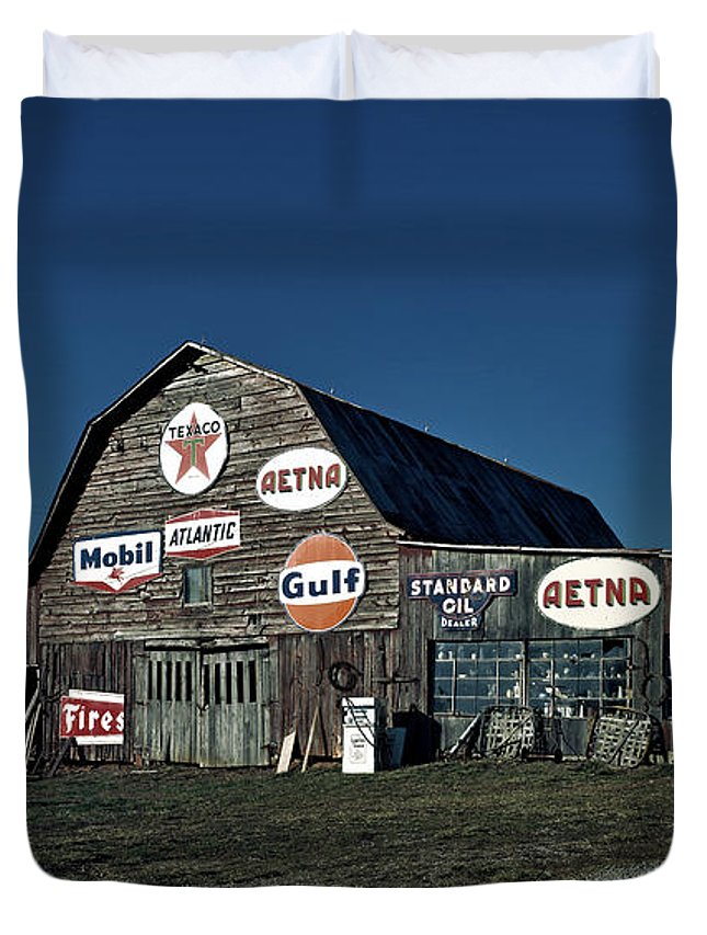 Tennessee Duvet Cover featuring the photograph The Nostalgia Barn by Mountain Dreams