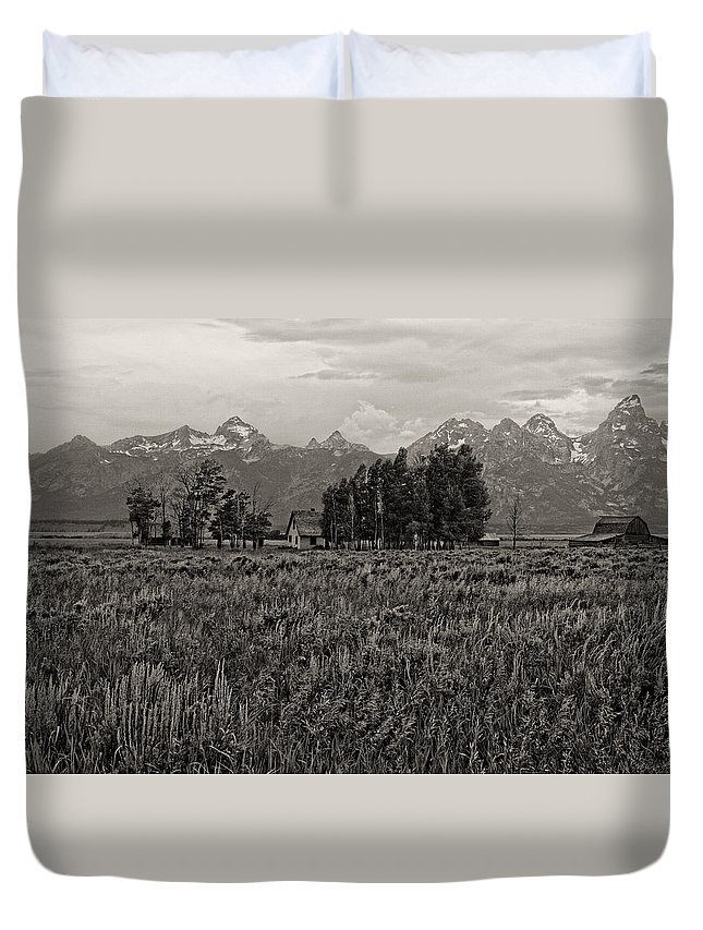 Jackson Duvet Cover featuring the photograph Tres Tetons by Hugh Smith