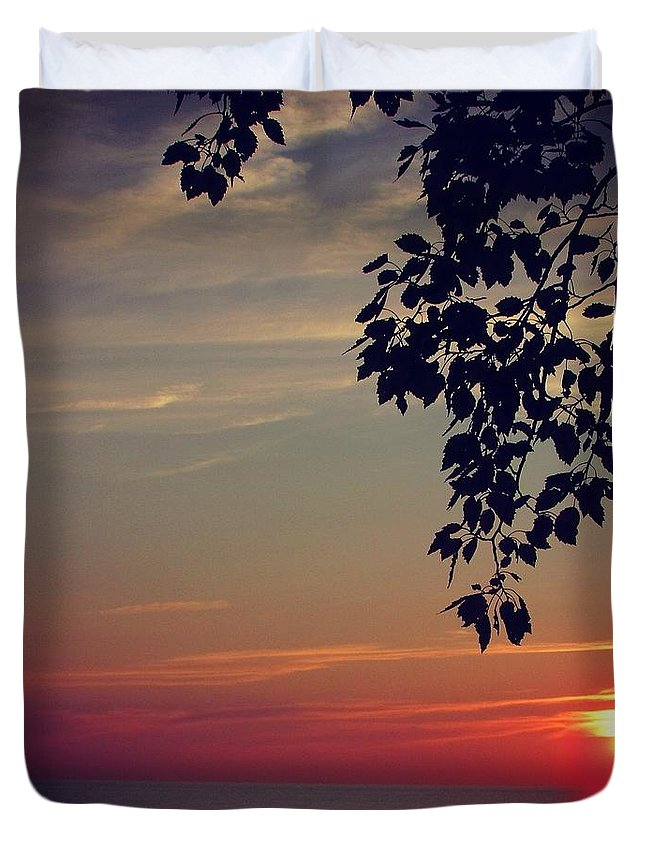 Sunset Duvet Cover featuring the photograph Vivid by Juli Kreutner