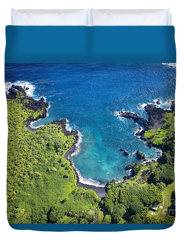 Aerial Duvet Cover featuring the photograph Waianapanapa State Park by Ron Dahlquist - Printscapes