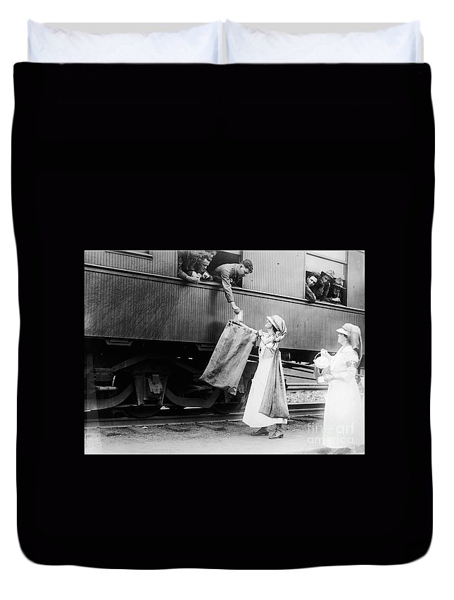 1918 Duvet Cover featuring the photograph World War I: Red Cross by Granger