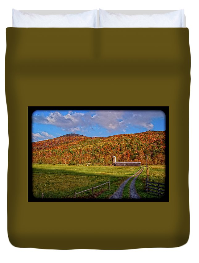 Farm Duvet Cover featuring the photograph 101214-213 by Mike Davis